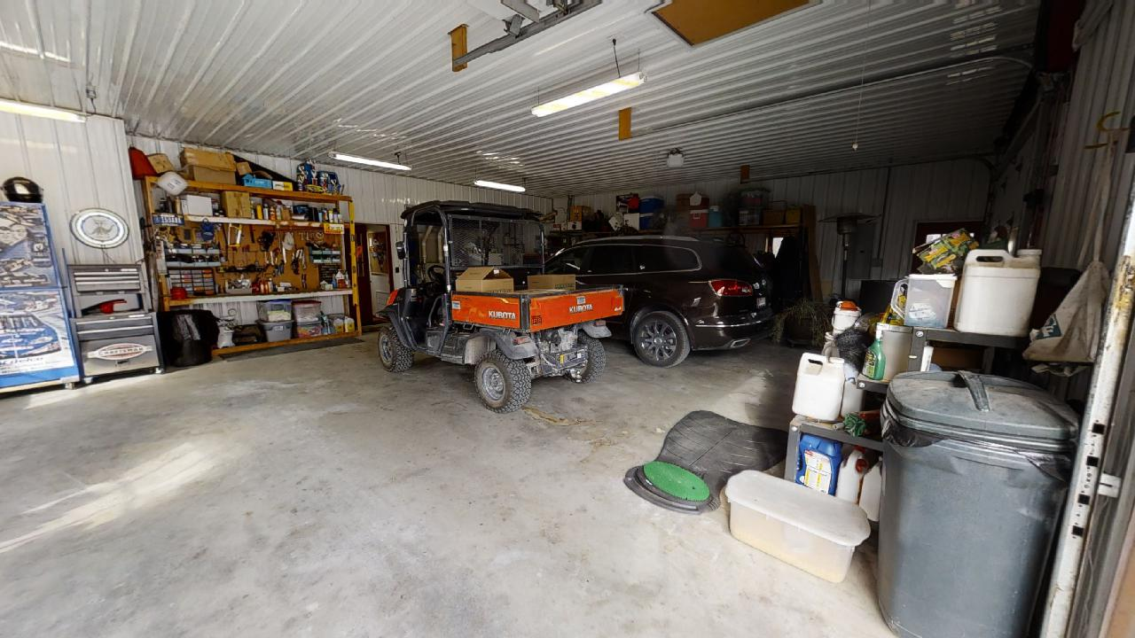 748-S-Barn-Ln-3-car-garage