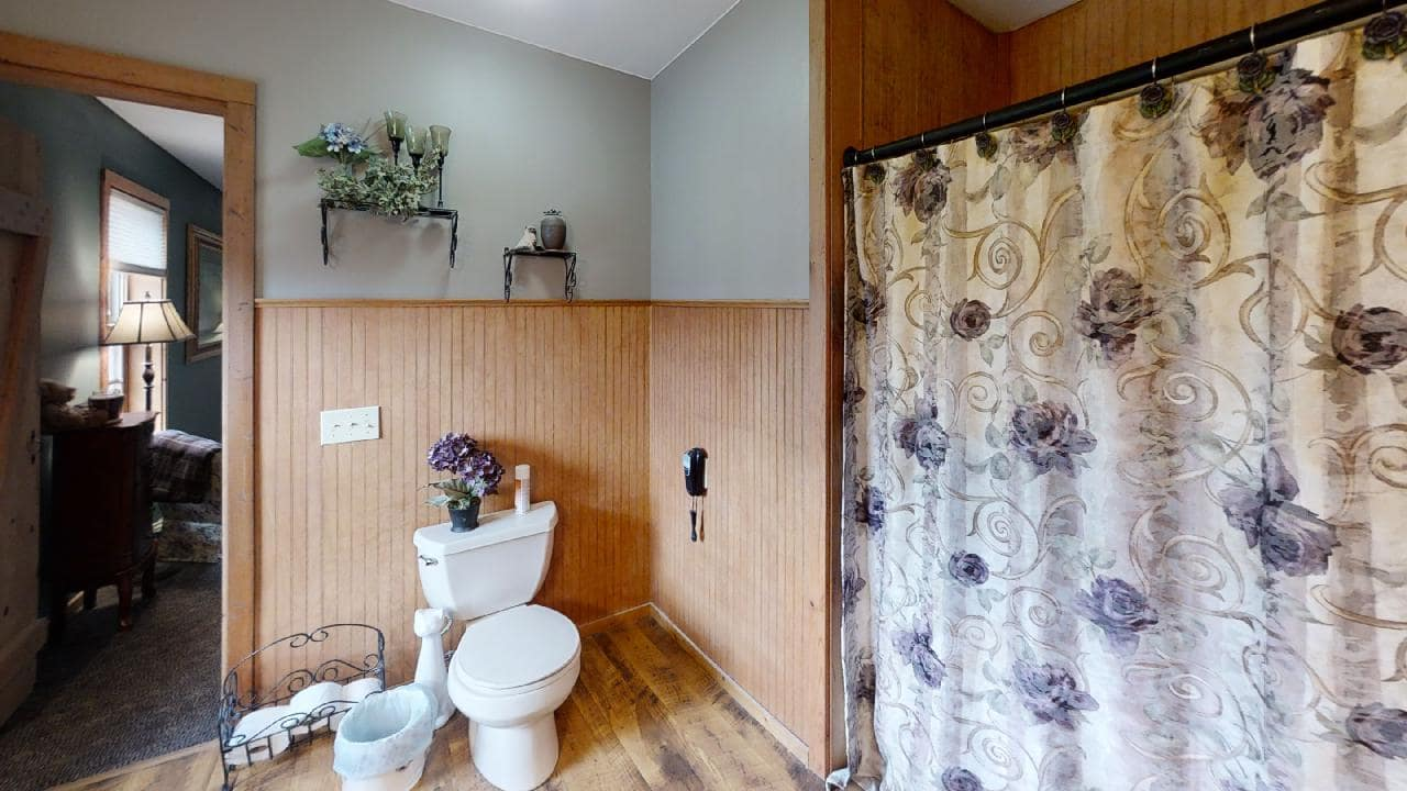 748-S-Barn-Lane-Bathroom 1