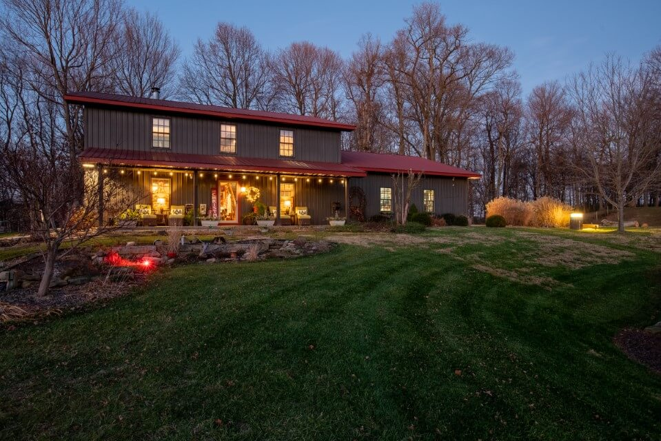 748-S-Barn-Ln-when lighted