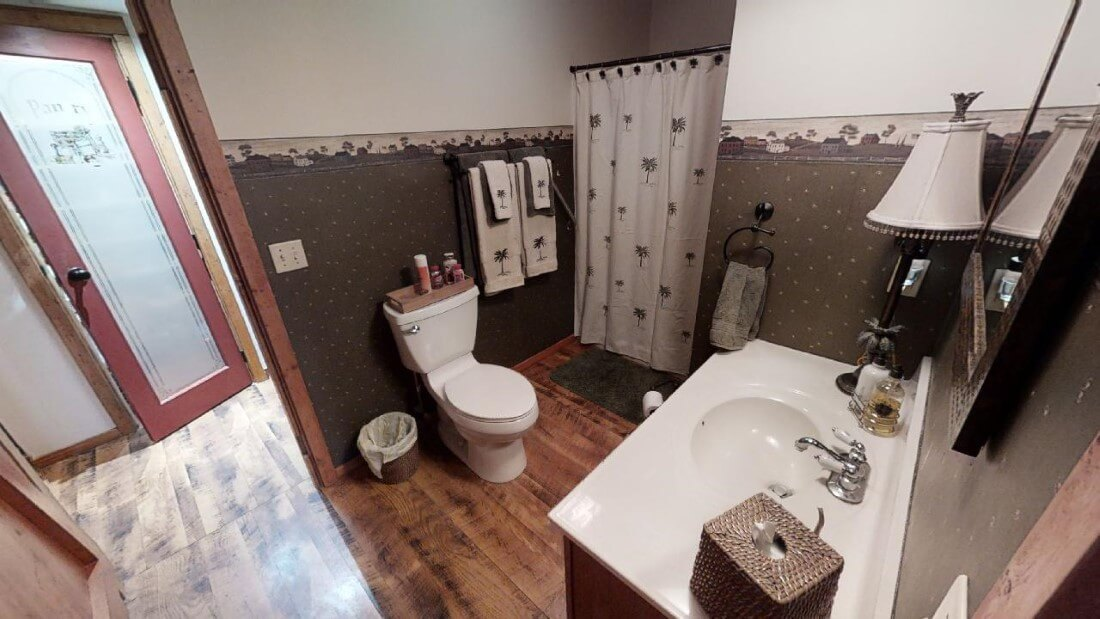 748-Barn-Ln-bathroom main