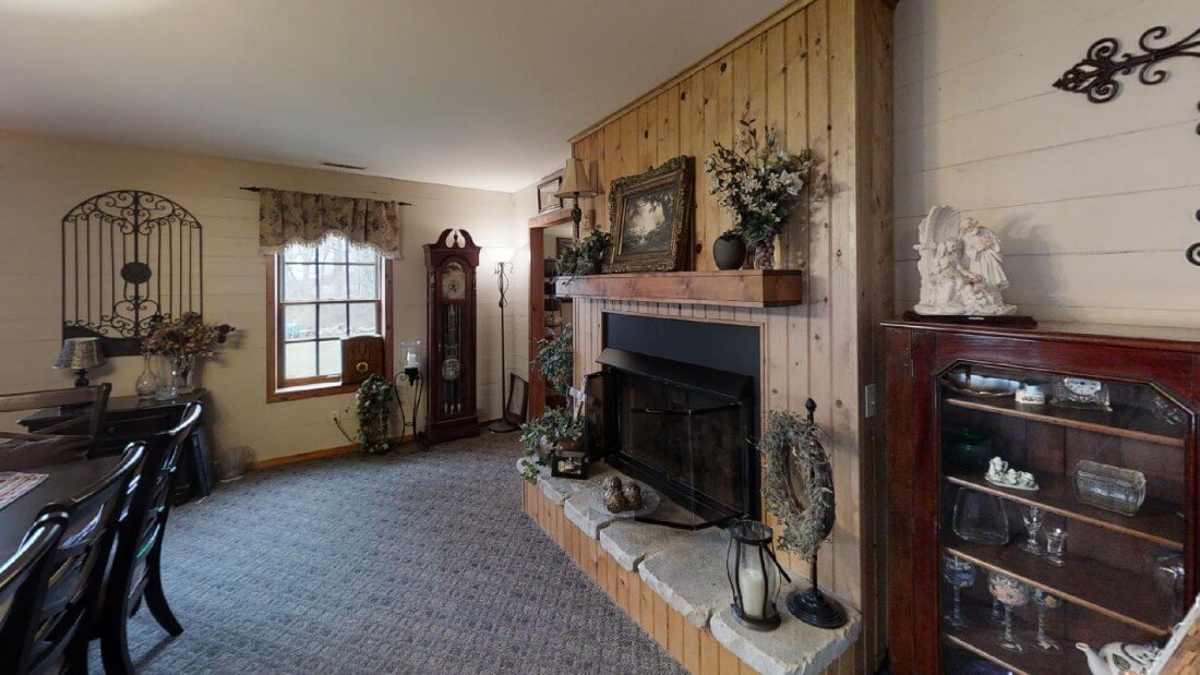 748-Barn-Ln-Living-Room(2)